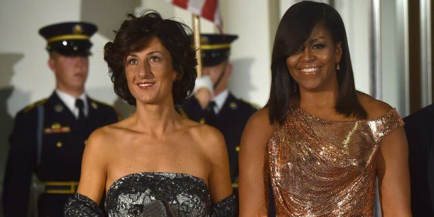 US First Lady Michelle Obama poses for a photo as she welcomes the wife of Italian Prime Minister, Agnese Landini, on the North Portico of the White House before a state dinner in Washington, DC on October 18, 2016. / AFP / Nicholas Kamm        (Photo credit should read NICHOLAS KAMM/AFP/Getty Images)