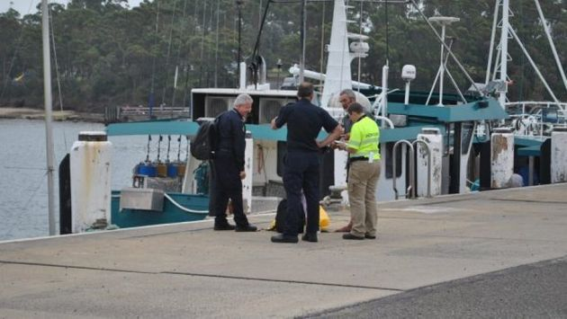 Alan Langdon speaks with Australian Border Force officials at Ulladulla