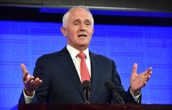 When asked about the gap between rich and poor in Australia, the Prime Minister preferred to reply with a hand gesture.