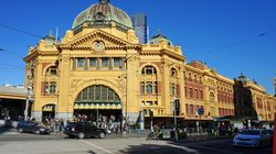 Man Looking At 'Dead Body' Pics Caused Flinder Street