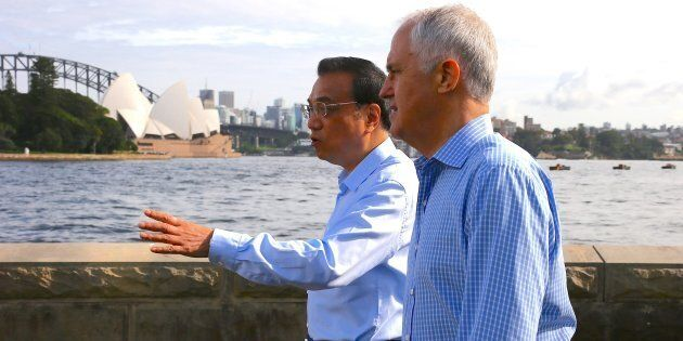 Malcolm Turnbull walks with China's Premier Li Keqiang along the Sydney Harbour foreshore during his state visit.
