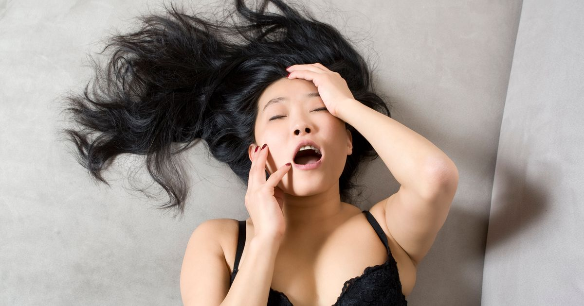 Милашки оргазм видео, порно видео мужик сам себя трахает
