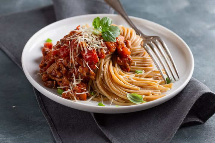 Tip: use lean mince (or lentils for a vego version) and wholemeal spaghetti.