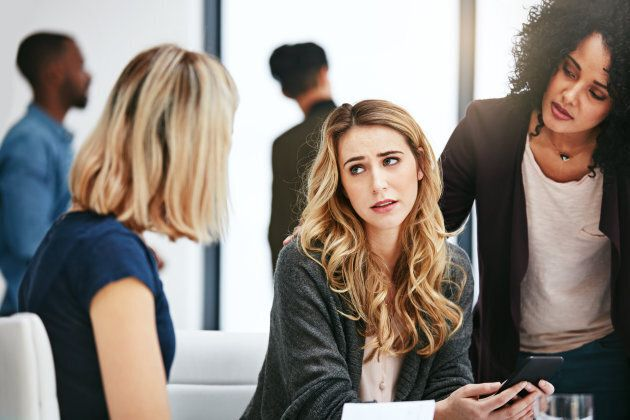 Sharing desks has been shown to increase negative relationships between