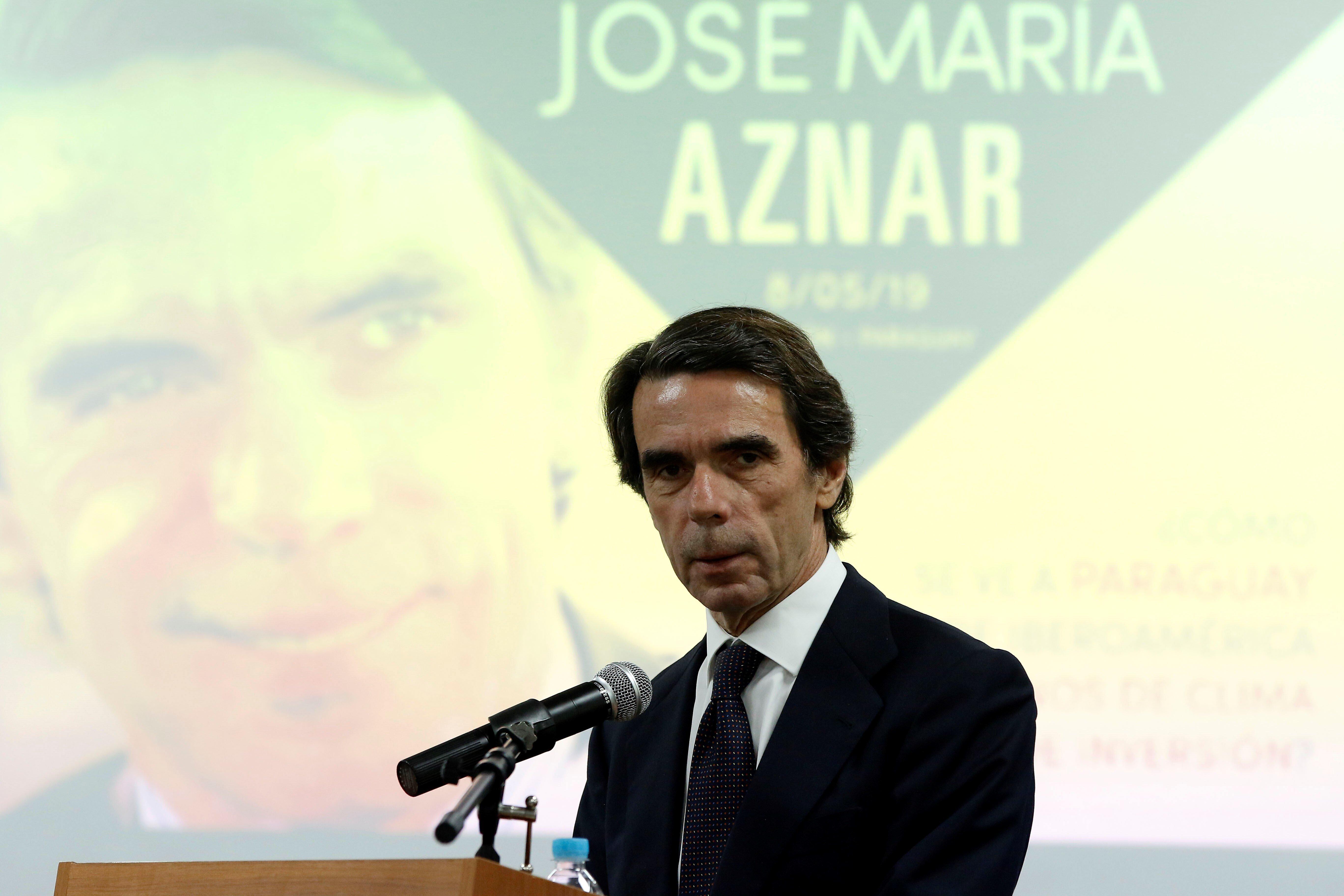 Aznar defiende una