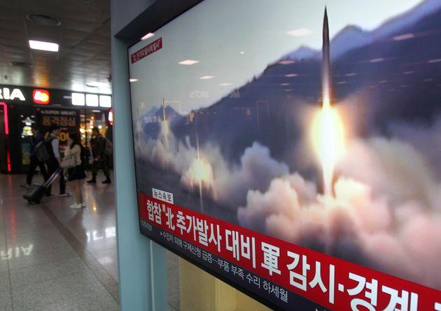 Εκτόξευση δύο πυραύλων από τη Βόρεια Κορέα: Δεύτερη δοκιμή σε μια