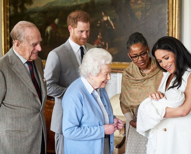 La photo officielle de la présentation du petit Archie Harrison Mountbatten-Windsor à la...