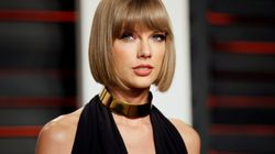 Taylor Swift Visits Hospital To Sing Along With Young