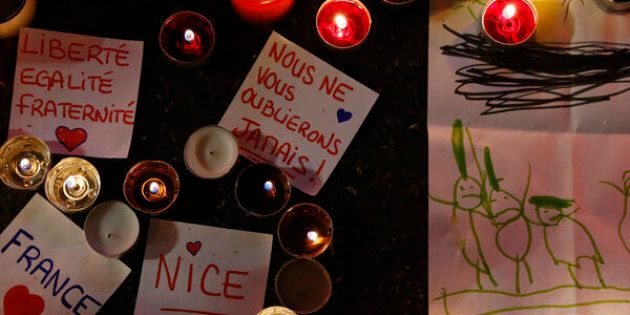 Burning candles, messages and a drawing pay tribute to victims of the truck attack along the Promenade des Anglais on Bastille Day that killed scores and injured as many in Nice, France, July 17, 2016.  REUTERS/Pascal Rossignol