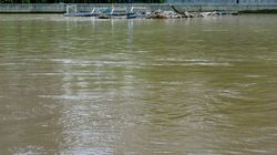 Victoria Floods: Murray River Camp Ordered To