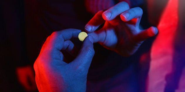 Teenager buying drug at club during spring break