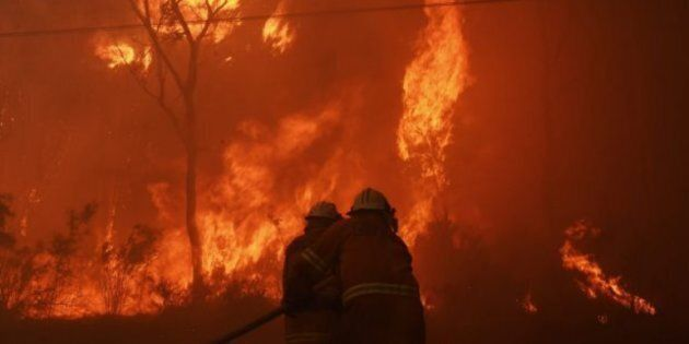 Firefighters battle out-of-control bushfire threatening properties in Sydney's