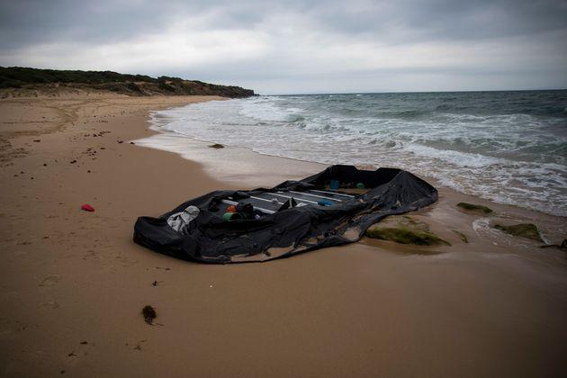 Trois Marocains arrêtés au lendemain du renversement d'une barque dans le sud de