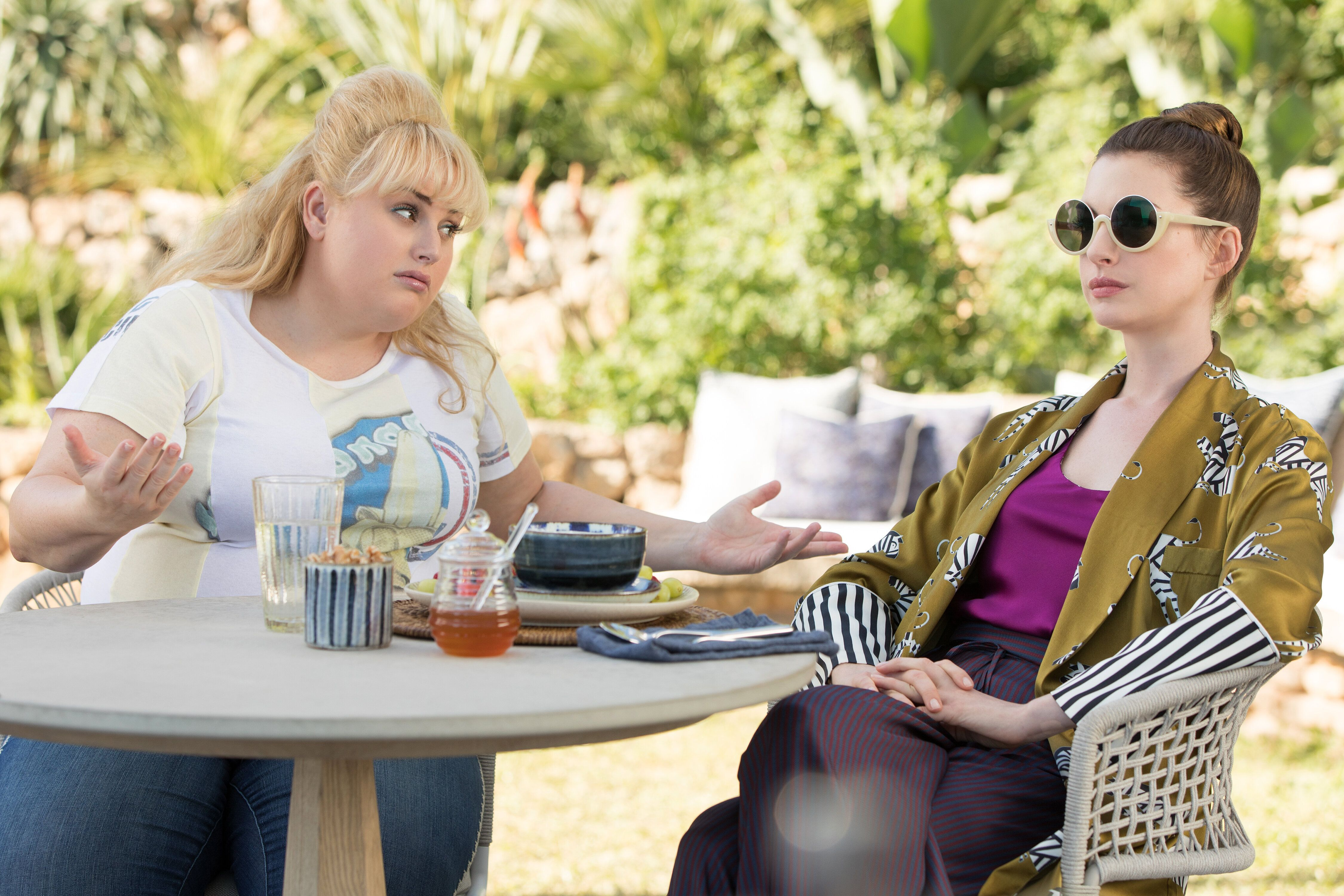 NW_03406-03416_R_COMP Rebel Wilson stars as Penny Rust and Anne Hathaway as Josephine Chesterfield  in THE HUSTLE, a Metro Goldwyn Mayer Pictures film. Credit: Christian Black / Metro Goldwyn Mayer Pictures© 2018 Metro-Goldwyn-Mayer Pictures Inc.  All Rights Reserved.