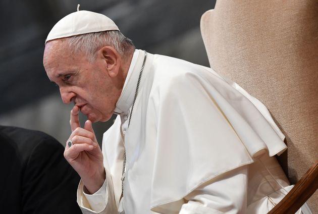 Obbligo di denuncia ai propri superiori, per suore, preti e vescovi di tutta la Chiesa cattolica in tutto...