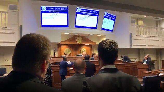 Ce jeudi 9 mai, le sénat d'Alabama n'a pas pu voter un texte qui aurait fait de l'avortement un...