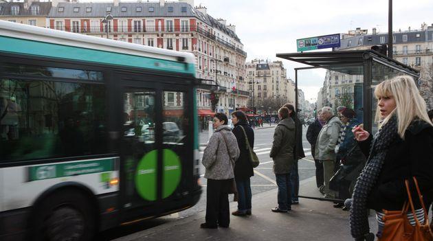 Le chauffeur de bus accusé d'avoir refusé une jeune femme en jupe à Paris a porté...