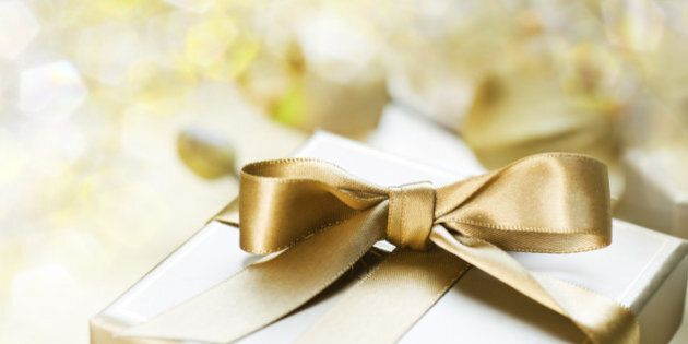 10 Savvy Wedding Spending Tips to Keep Your Budget in