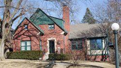 LOOK: Warren Buffett's Childhood Home Appears On