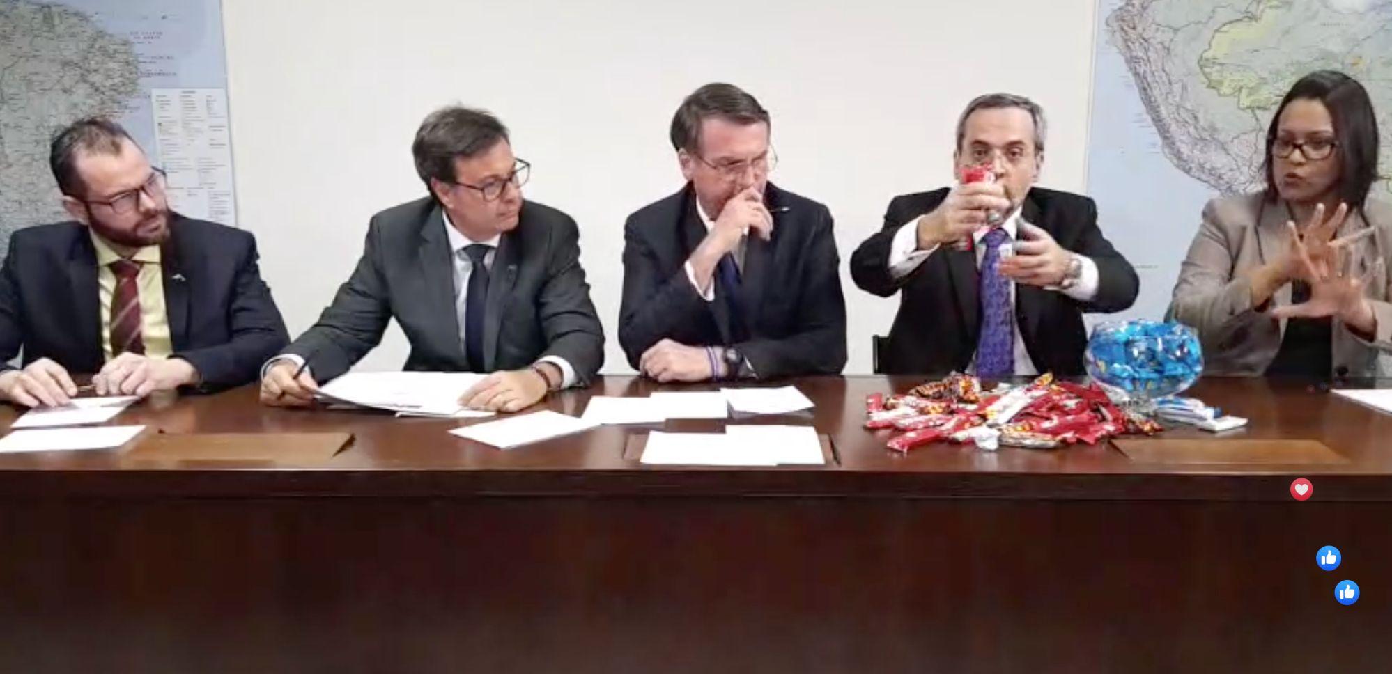 Ministro usa chocolatinhos para explicar contingenciamento em