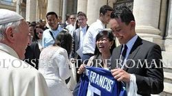 Pope Receives Canucks Jersey From Vancouver