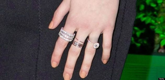 Emma Roberts Flaunts Her Engagement Ring At 2014 Golden Globes (VIDEO,