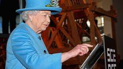 Queen Sends First Tweet, Signs It 'Elizabeth