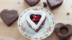 Say No To Stale Leftovers With This Romantic Cake For