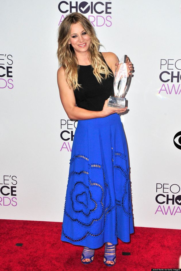 Kaley Cuoco People's Choice Awards 2014: TV Star Goes Casual (VIDEOS,