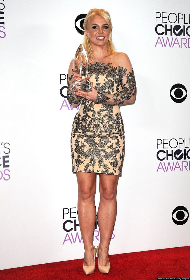 Britney Spears People's Choice Awards 2014: Singer Looks Fab In Nude Dress (VIDEO,