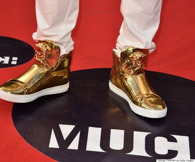 Jason Derulo's Gold Shoes At The 2015 MMVA Stole The