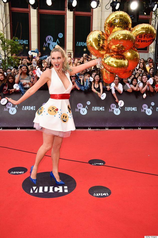 Nicole Arbour's 2015 MMVA Emoji Dress Is Totally Fun And