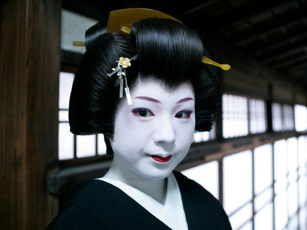 For reference, this is what traditional geisha makeup looks like.