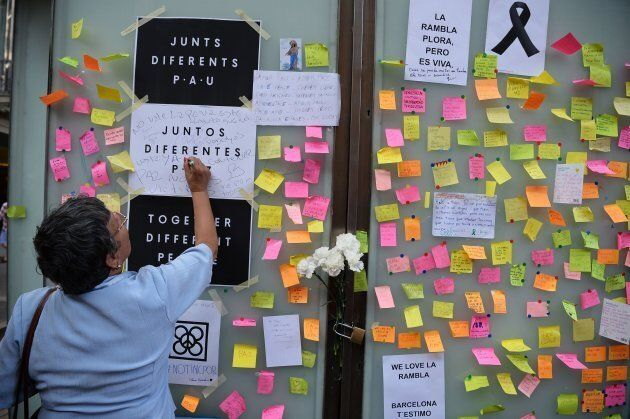 A woman writes a message against the attacks and for the victims of the attack in Barcelona on Las Ramblas...