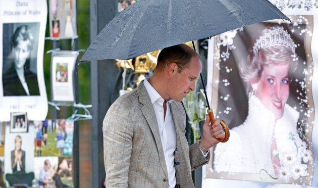Prince William views tributes to Diana, Princess of Wales left at the gates of Kensington Palace after visiting the Sunken Garden on August 30, 2017 in London, England. The Sunken Garden has been transformed into a White Garden dedicated to Diana, Princess of Wales mother of The Duke of Cambridge and Prince Harry marking the 20th anniversary of her death. (Photo: Max Mumby/Indigo/Getty Images)