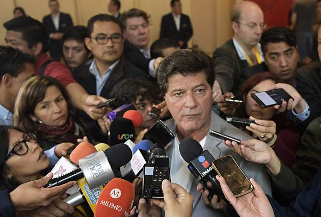Unifor President Jerry Dias, centre right, speaks to the media on the third day of the second round of NAFTA talks in Mexico City on Sept. 3, 2017.
