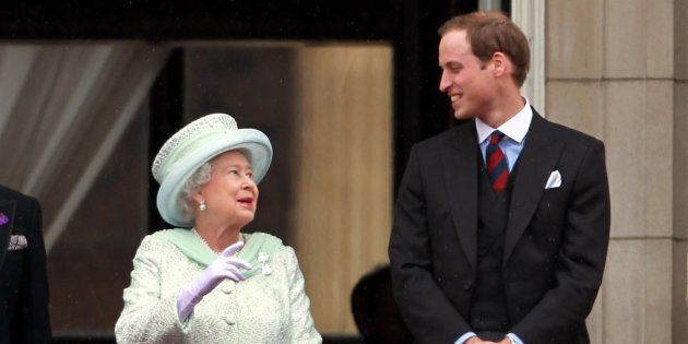 Queen Elizabeth II and the Duke of Cambridge appear on the balcony of Buckingham Palace as the Diamond...