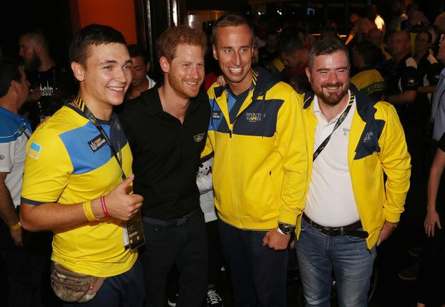 Prince Harry poses with competitors from Ukraine at the CN Tower in Toronto, September 26, 2017. (REUTERS/Fred