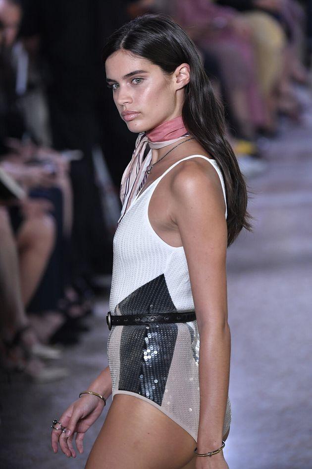 Sara Sampaio exemplifies Bottega Veneta's dewy