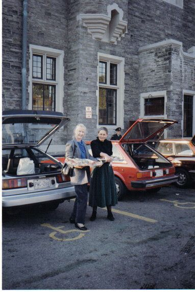 Second Harvest founders Ina Andre and Joan Clayton rescuing food in the 1980s.