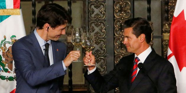 Canada's Prime Minister Justin Trudeau and Mexico's President Enrique Pena Nieto make a toast during a dinner ceremony at the presidential palace in Mexico City, Mexico Oct. 12, 2017.
