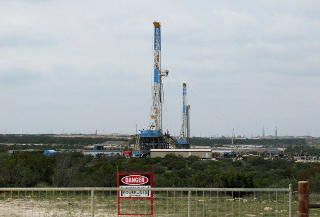 Rigs drill for crude oil locked tight in shale in west Texas' Permian Basin, near the town of Mertzon, Oct. 29, 2013. Competition from U.S. shale oil producers is putting pressure on Canada's oilsands.