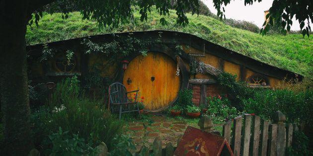 A Hobbit hole on the Hobbiton movie set