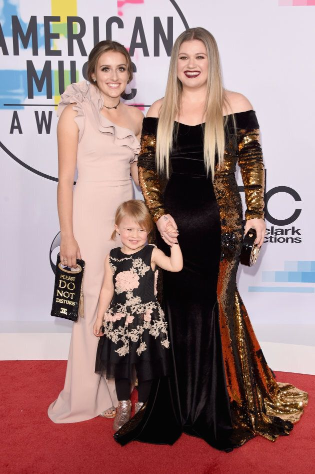 Kelly Clarkson, her stepdaughter Savannah, and her daughter River Rose walk the 2017 AMAs red