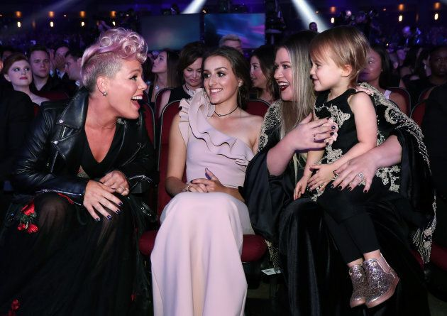 Pink meets Kelly Clarkson's daughter, River Rose, at the 2017
