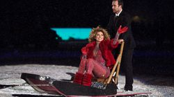 Shania Twain Shows Up To Grey Cup On Dog Sled, Unlocks Peak