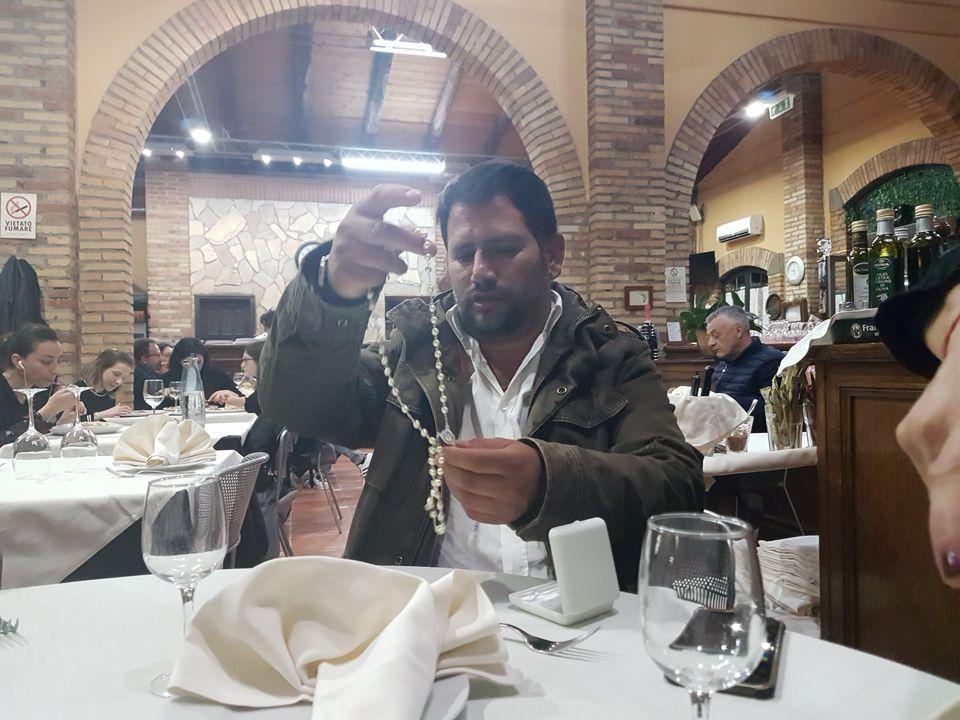 A cena con Imer, il rom che resiste a Casal Bruciato: