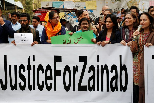 People hold signs to condemn the rape and killing of Zainab Ansari during a protest in Karachi, Pakistan. Jan. 11, 2018.