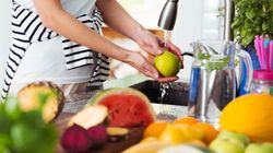 Here's The Best Way To Wash Fruit And Vegetables To Remove