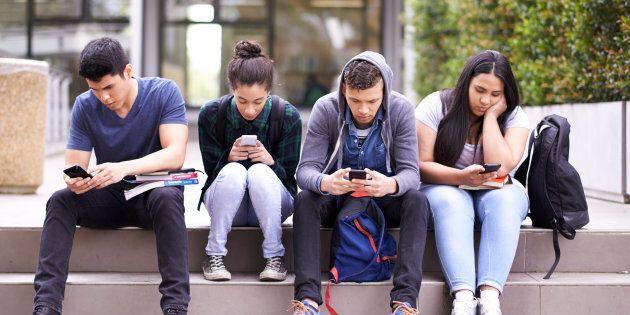 Quebec Teen Issues Challenge To School's Smartphone